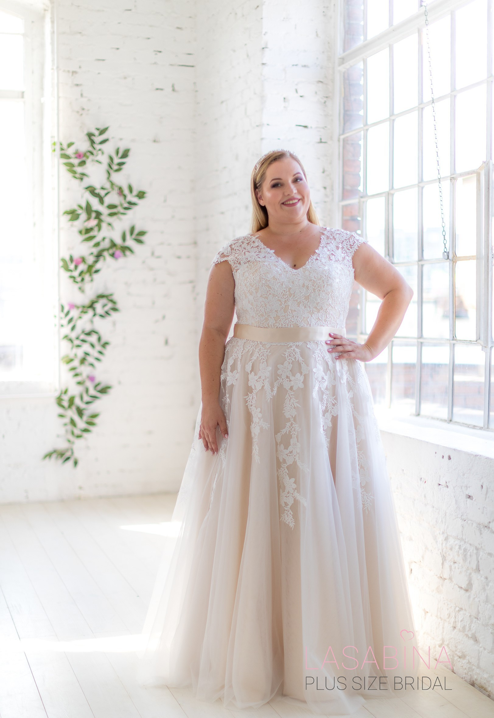 Buy plus size wedding dress with sleeves